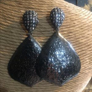 Fashion Pewter & Pewter Crystal Pierced Earrings.